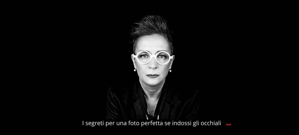 I 5 segreti per una foto perfetta se indossi gli occhiali